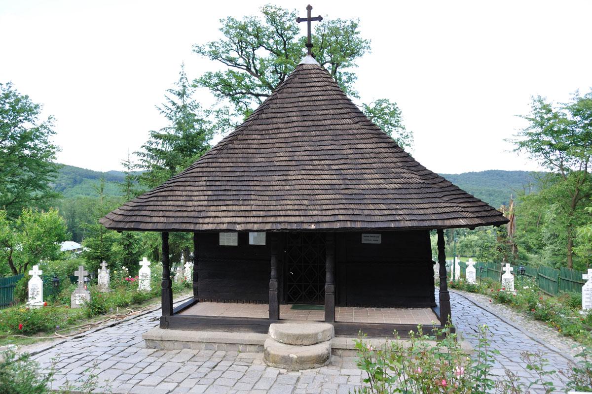 5_Manastirea dintr-un lemn Valcea